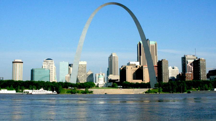 The memorial consists of a 91-acre park along the Mississippi River on the site of the earliest buildings of St. Louis; the Old Courthouse, a former state and federal courthouse that saw the origins of the Dred Scott case; the 45,000 sq ft Museum of Westward Expansion; and most notably the Gateway Arch.