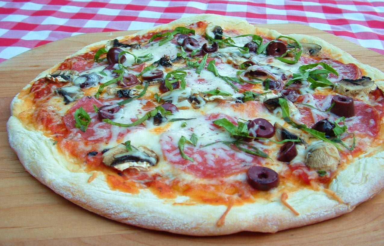 homemade pizza pepperoni mushroom kalamata olive what a girl eats. Black Bedroom Furniture Sets. Home Design Ideas
