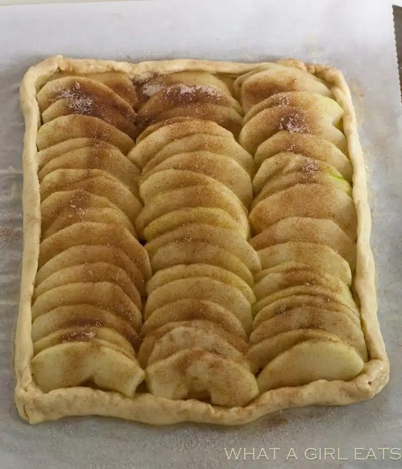 Caramel Apple tart.Line the apple in rows. Sprinkle with cinnamon sugar.