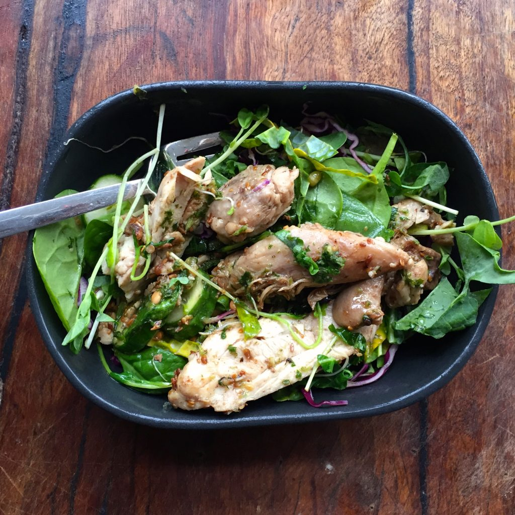 very green salad spiced chicken
