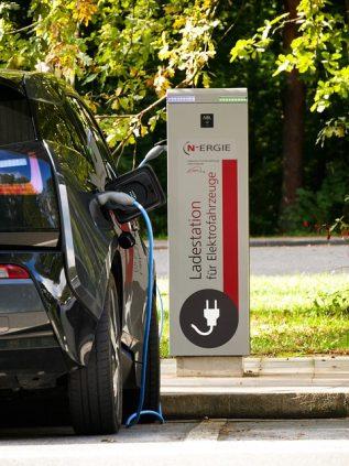 eb32b60d29f6033ed1584d05fb1d4390e277e2c818b4124593f0c578a7e8 640 - Pros And Cons Of Choosing A Green Energy Provider