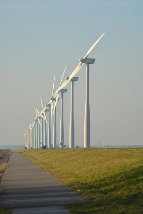 ef32b90c2ffd1c22d2524518b7494097e377ffd41cb2154197f1c671a1 640 - Wind Farms And Why They Are Good For The Earth