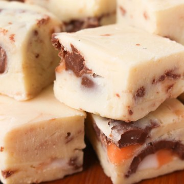 Creme Egg Fudge - white chocolate fudge with smashed Cadbury's Creme Egg pieces. A perfect Easter treat!