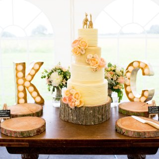 Should I Make My Own Wedding Cake?