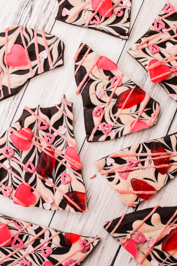 Valentines Hearts & Lips Bark recipe | What Charlotte Baked