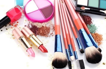 Best-Products-To-Use-This-Monsoon-–-Makeup