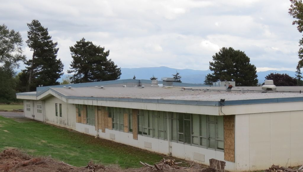 boarded-up-windows-on-the-north-side-of-mountain-view-school-buildings-2016-10-4