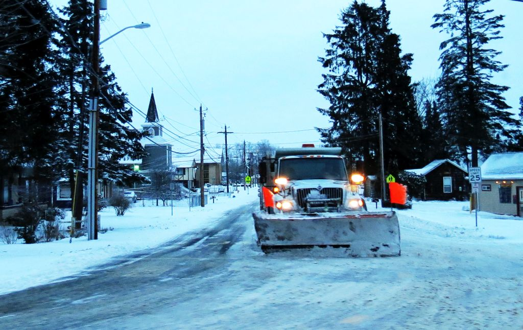 COF snow plow at Washington St and Vista Dr 2017-02-06