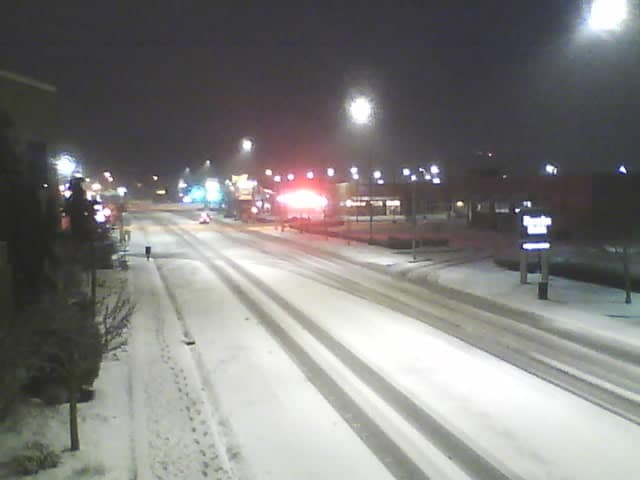 Snow on Main Street during early morning hours 2018-02-24