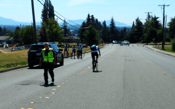 officer scott contacts bicyclists that ignored road closed barricade on vista dr 2018-07-15