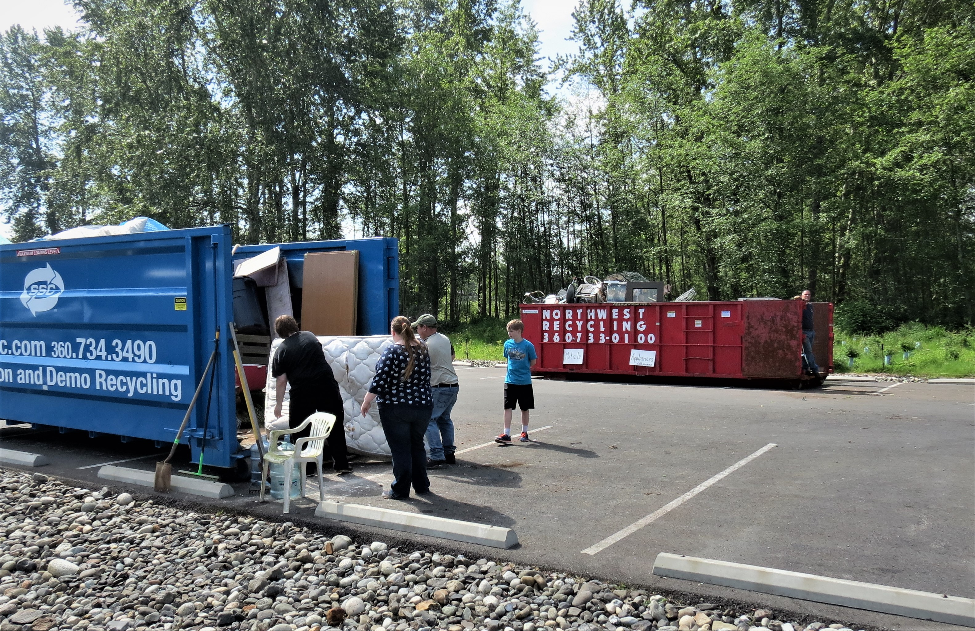Ferndale residents take advantage of free disposal of large items during the 2017 Ferndale Citywide Cleanup Day (May 20, 2017). Photo: My Ferndale News