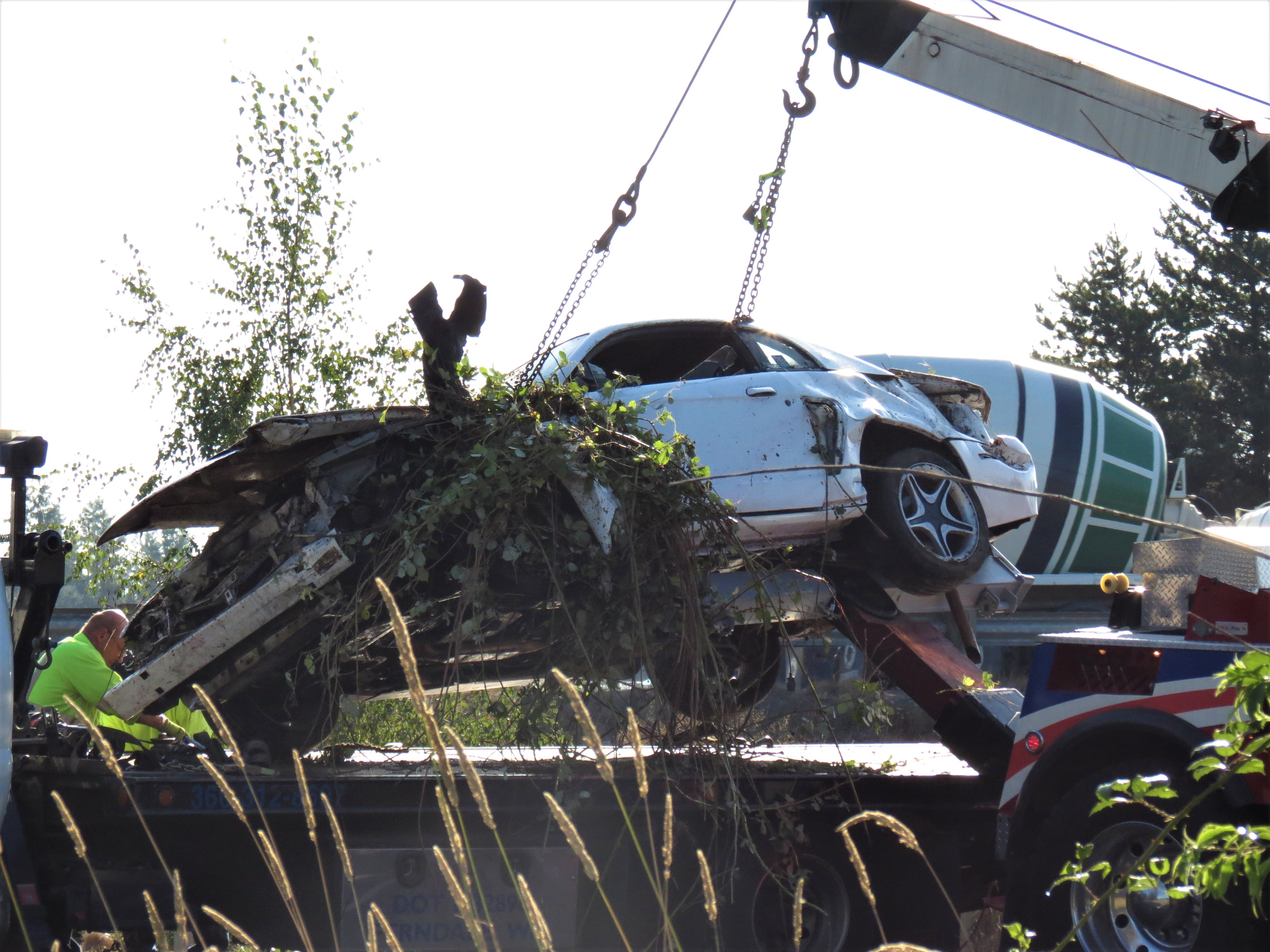 Chris Heston of Heston Hauling prepares to secure the wreckage of a vehicle involved in a rollover crash at southbound I-5 at the Portal Way off-ramp onto his flatbed truck (August 26, 2019). Photo: My Ferndale News
