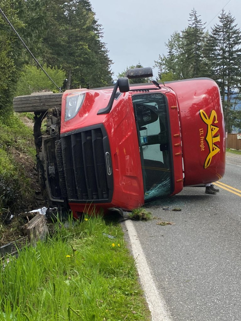 Scene of rollover crash on Northshore Road (May 3, 2021). Photo: Taimi Dunn Gorman