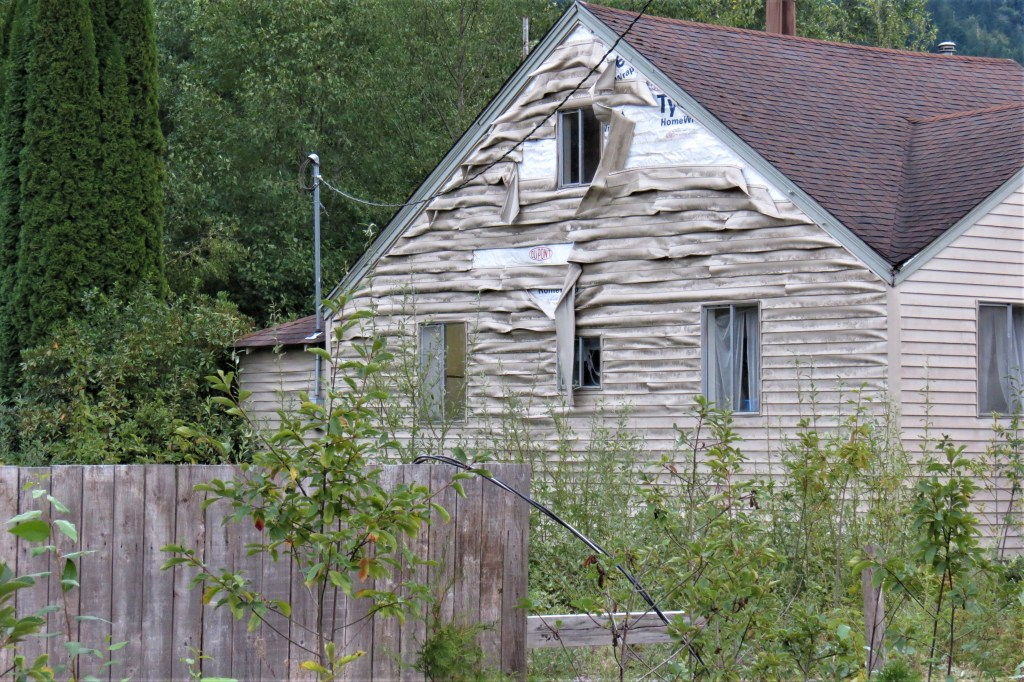 Damage to siding on an adjacent house near a residential fire in Deming (August 15, 2021). Photo: Whatcom News