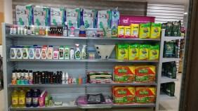 Produtos de higiene e limpeza próximos ao banho e tosa.