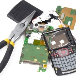 How-to-Fix-a-Cell-Phone-if-it-Gets-Wet-or-Breaks