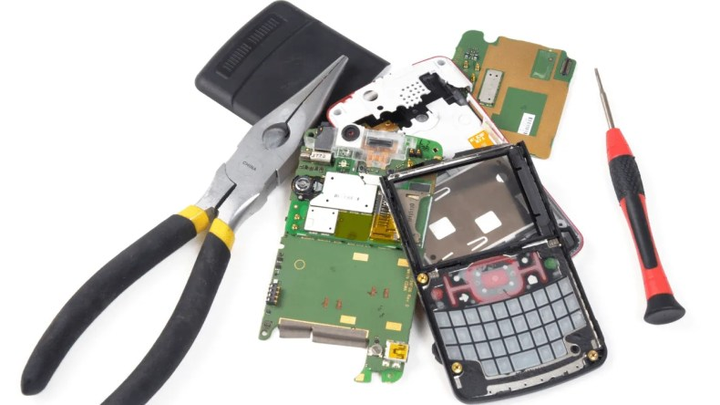 How to Fix a Cell Phone