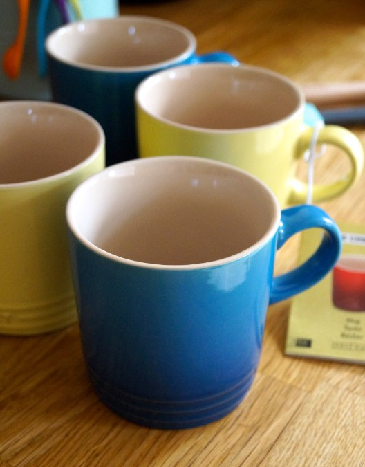 mugs blue colour