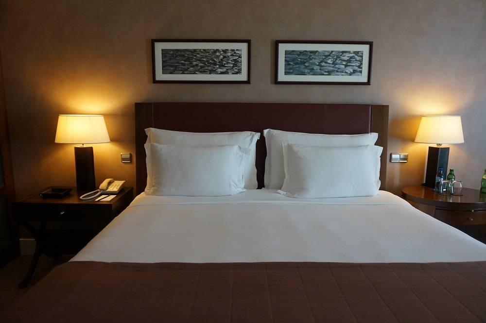 King bed at Corinthia Hotel Lisbon