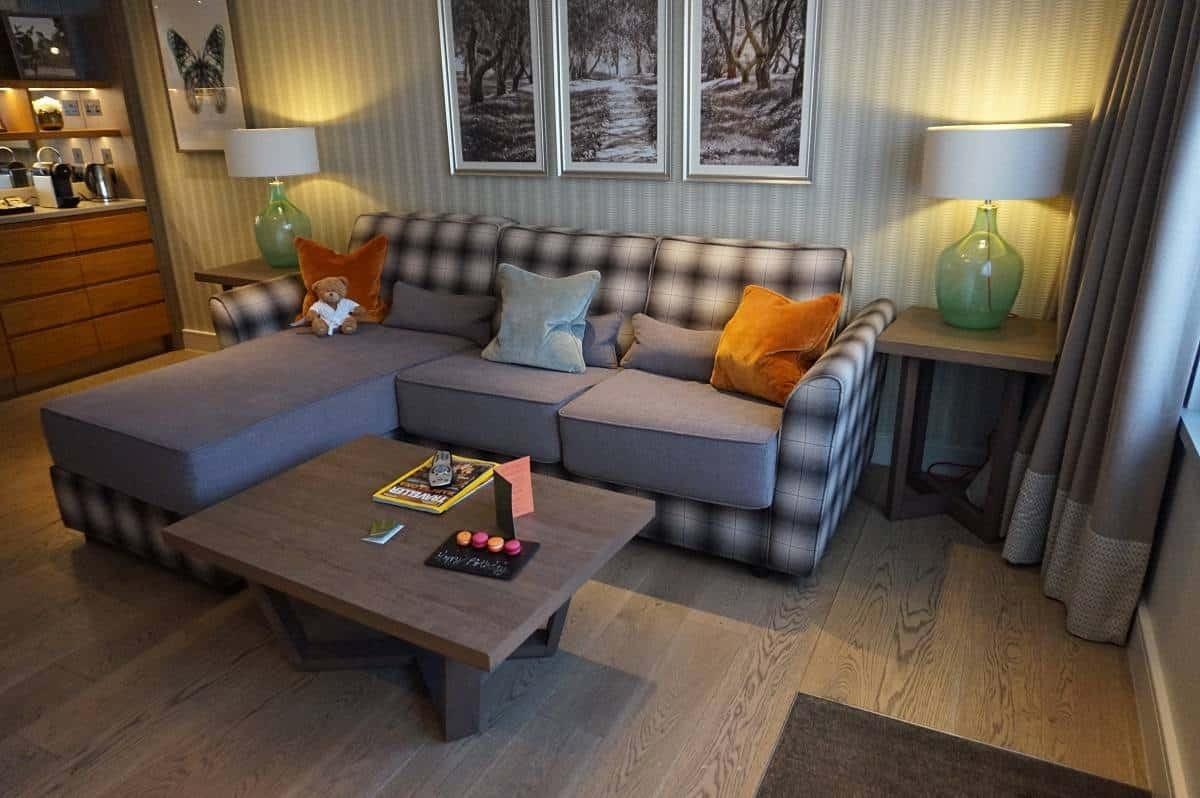 Living room in Snowflake Suite