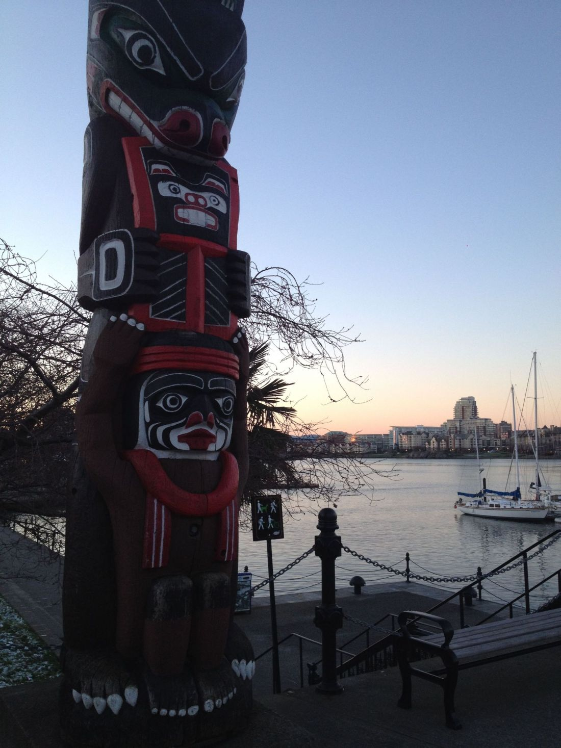 Totem pole at Victoria Harbour