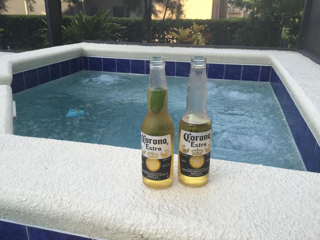 Vacation in Clermont: beers by the pool