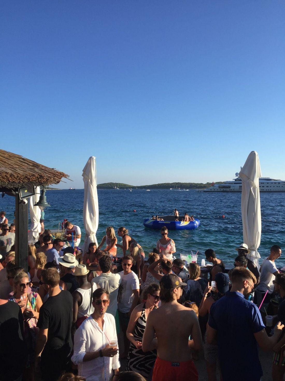 Hula Hula Beach Club, Hvar