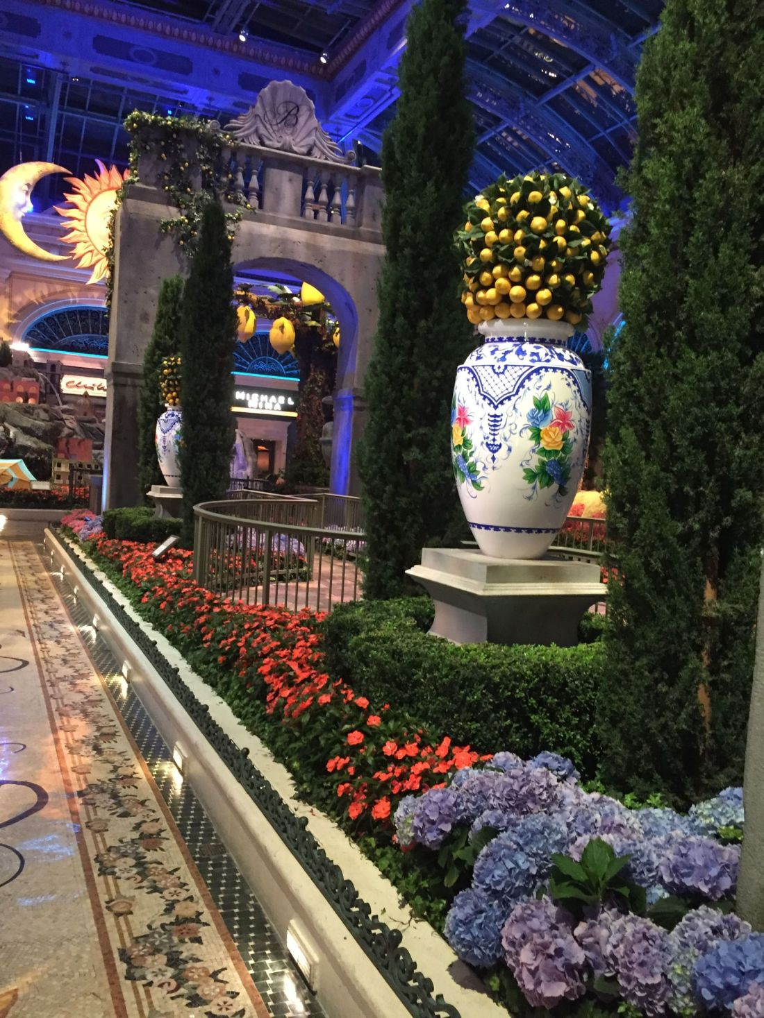 Bellagio Gardens at night