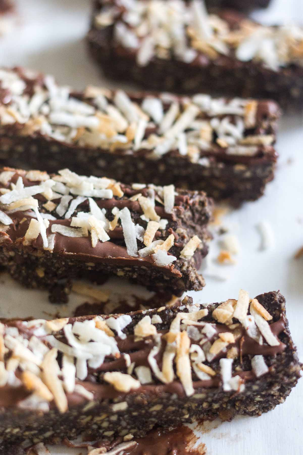 These dark chocolate protein bars are so easy to make in your blender or food processor and they're filled with raw and healthy ingredients. These gluten free protein bars are made with cashews, dark chocolate and filled with protein and coconut.