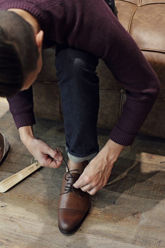 tying-shoe-laces