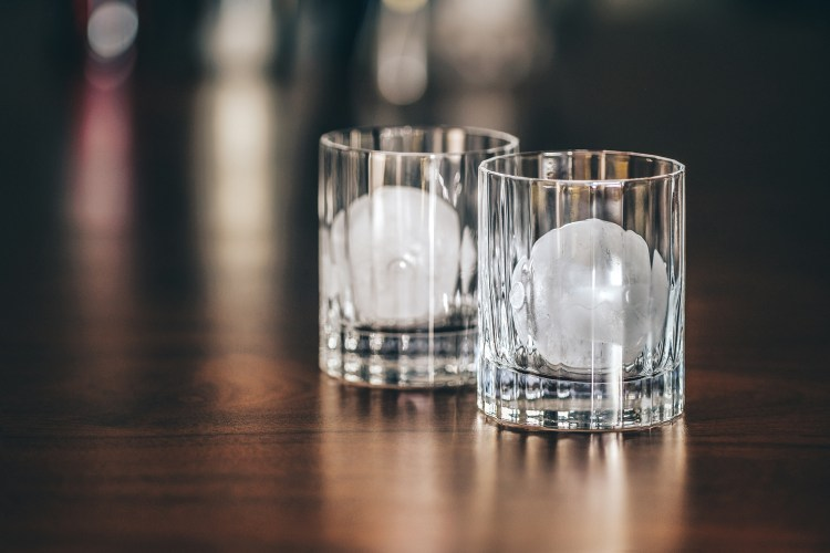 Negroni---2-glasses-with-ice-ball