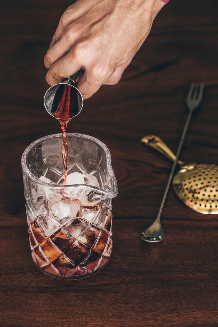 negroni---pouring-campari-into-stirring-glass