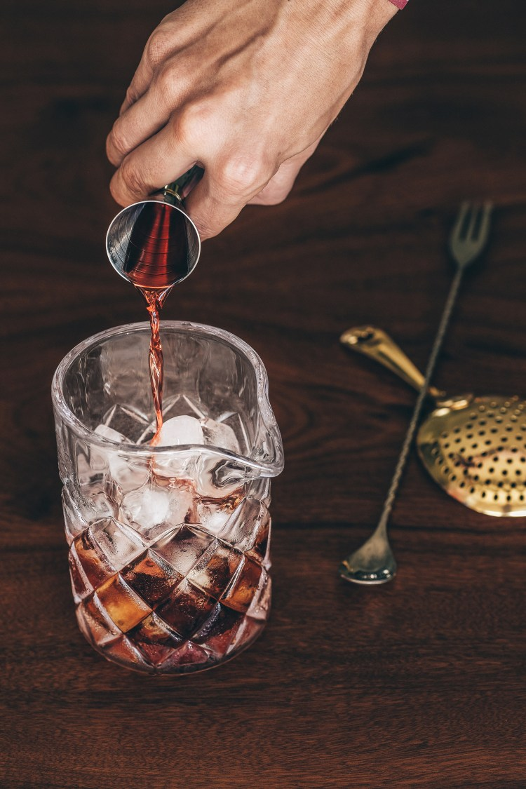 negroni---pouring-campari-into-stirring-glass