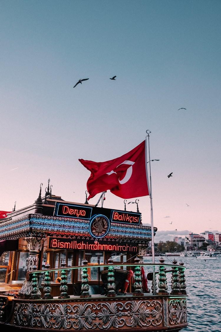 Istanbul---Eminonu-Pier-Fish-Sandwich-boat