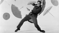 still-of-gene-kelly-in-cantand-in-ploaie-(1952)-large-picture