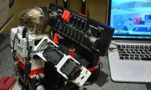 PIBOT – robot sterujący samolotem