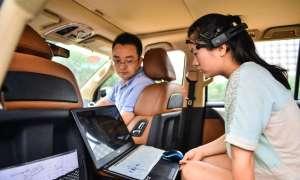 Chińscy naukowcy testują metodę kontrolowania pojazdu za pomocą myśli