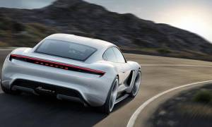 Model Porsche Mission E gotowy do rywalizacji z Teslą Model S