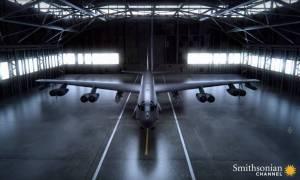 Ile broni może pomieścić bombowiec B-52?
