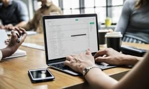 Soczewki kontaktowe do pracy przy komputerze – jakie wybrać?