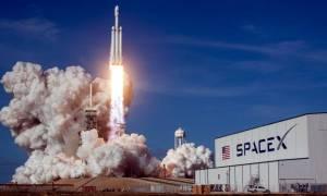 SpaceX: turystyczne loty wokół księżyca zostały opóźnione