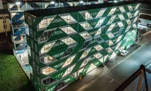 Ze 140 kontenerów stworzono budynek mieszkalny