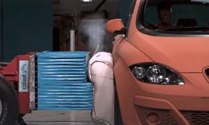 Samochody w przyszłości mogą mieć poduszki powietrzne na zewnątrz