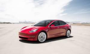 Elon Musk wyjawił rolę tajemniczej kamery w Tesla Model 3