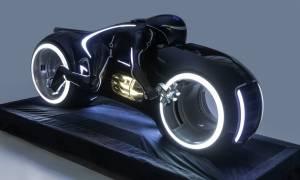 Mieszana rzeczywistość z HoloLens napędzi wystawę futurystycznych pojazdów z filmów i gier