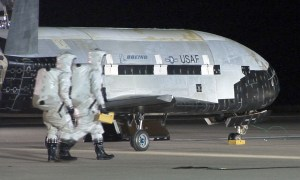 Tajemniczy samolot kosmiczny USA X-37B pobija rekord
