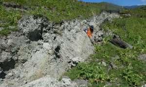 Pęknięcia na skałach mogą wskazywać na przyszłe trzęsienia ziemi