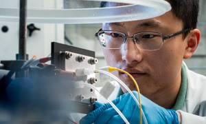 Ten reaktor zmienia gaz cieplarniany w płynne paliwo