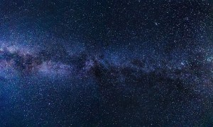 Przez Drogę Mleczną przelatuje gwiazda wyrzucona przez czarną dziurę