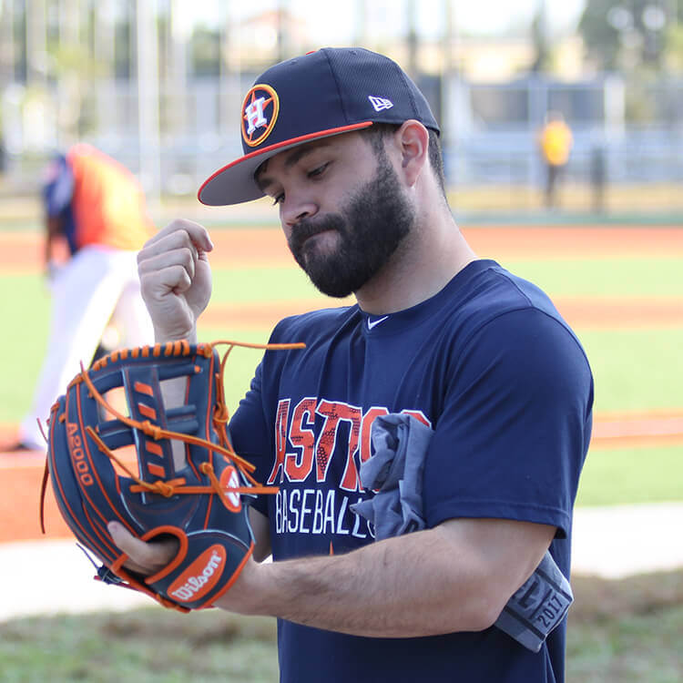 Jose Altuve Glove 2018 model